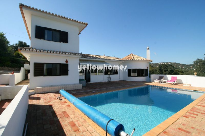 Detached 2 + 1 bed villa with pool and sea views near Santa Barbara